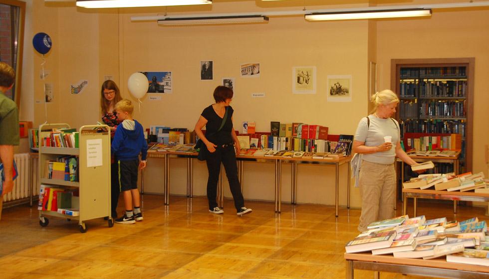 Blick auf den Bücher-Flohmarkt